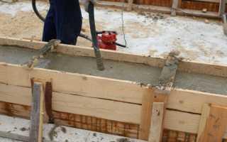 Заливка бетона в опалубку фундамента гаража