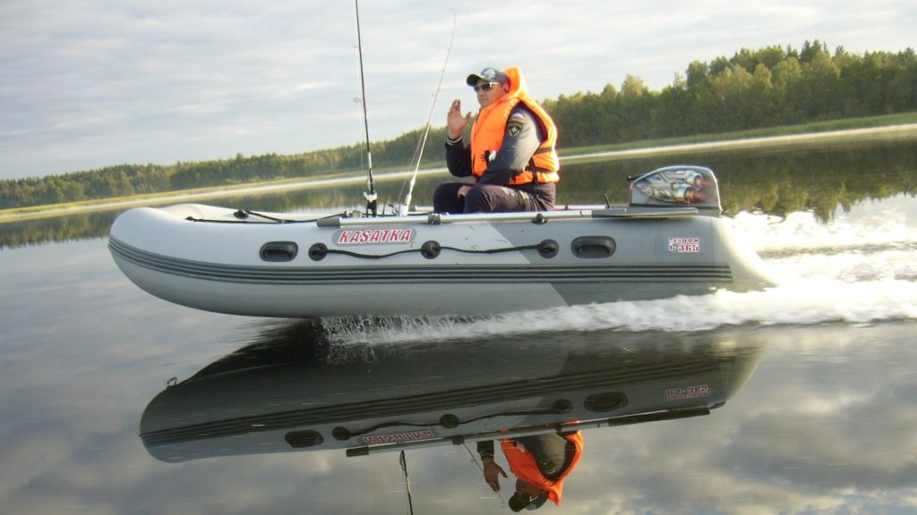 как хранить лодку в гараже зимой