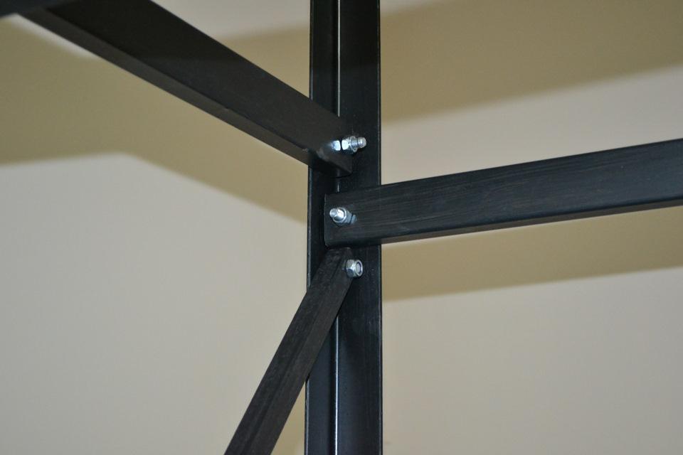 сборка металлической конструкции стелажа