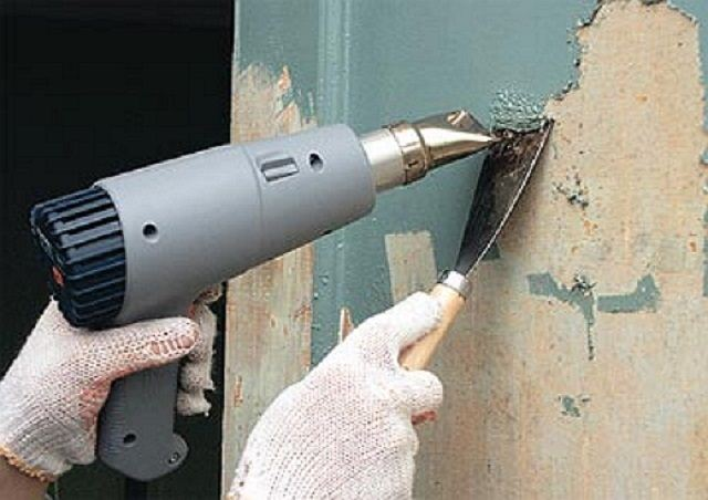 очистка от краски феном ворот гаража