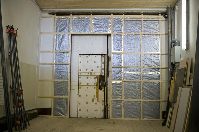 как утеплить двери в гараже