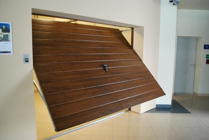 Подъемные двери гаража работают в автоматическом режиме