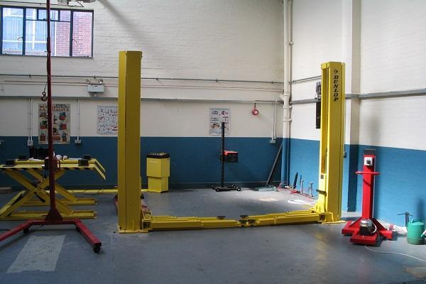 желтые столбы