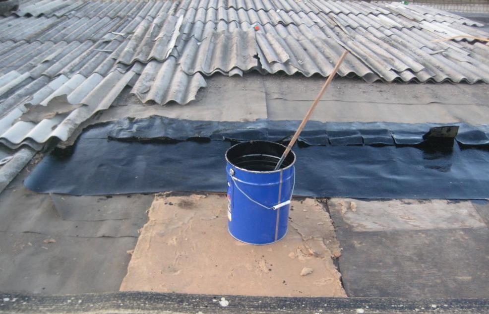 Ремонт плоской кровли гаража для устранения протекания делают рубероидом