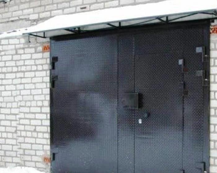 гаражные ворота зимой