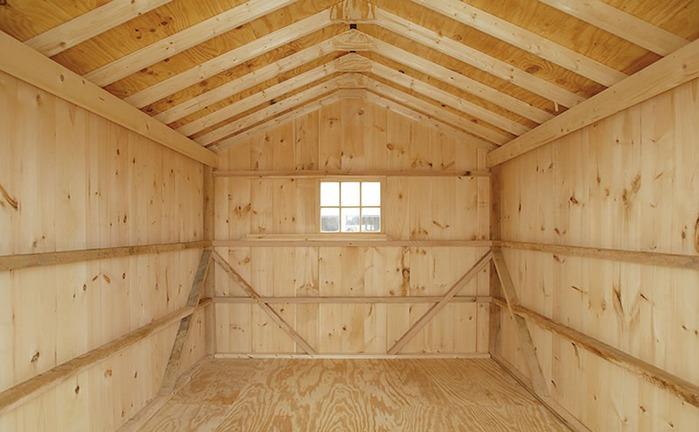Как выглядит внутри деревянный гараж