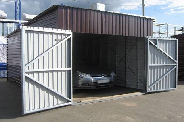 гараж с машиной