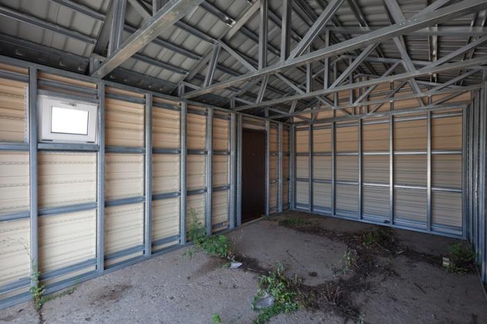 Каркас будущего гаража можно обшить разным материалом
