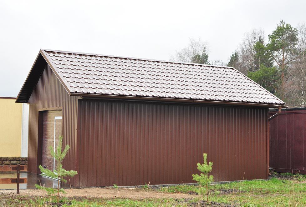Легкая конструкция металлического домика легка и проста в сборке