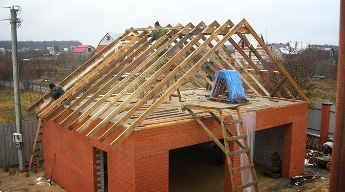 Строительство крыши начинается со сборки каркаса