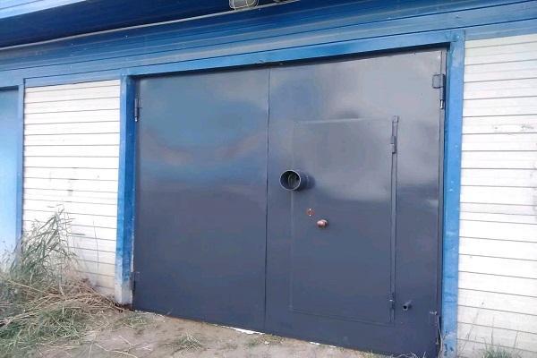 синий ворота
