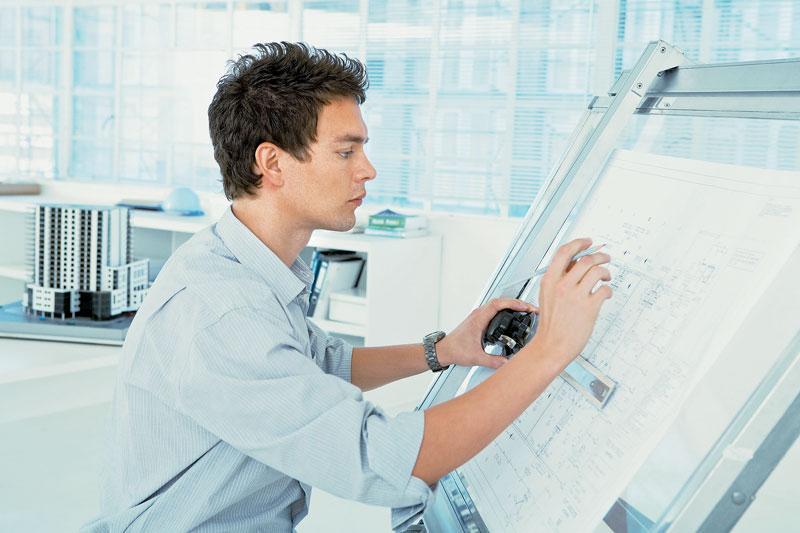 Архитектор прорисовывает каждую деталь будущего здания