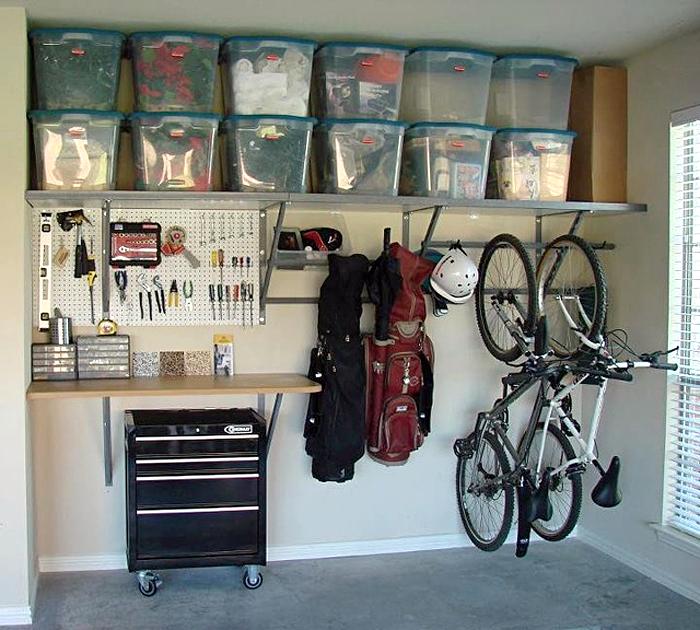 Продуманный интерьер гаража поможет разместить все инструменты и детали