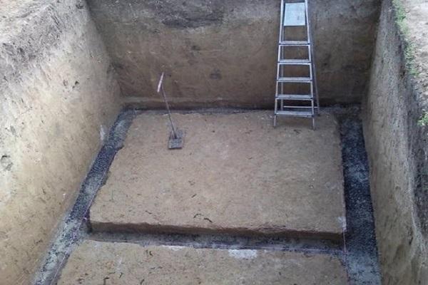 стремянка в яме
