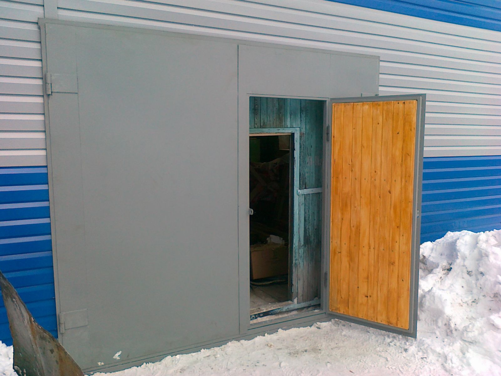 Стандартные железные двери для гаража можно легко сделать своими руками