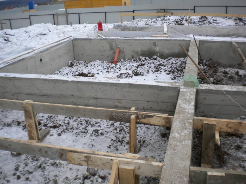 Специальные присадки помогут залить основу гаража даже зимой