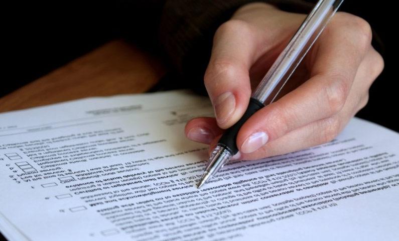Оформление договора купли-продажи следует поручить грамотному юристу