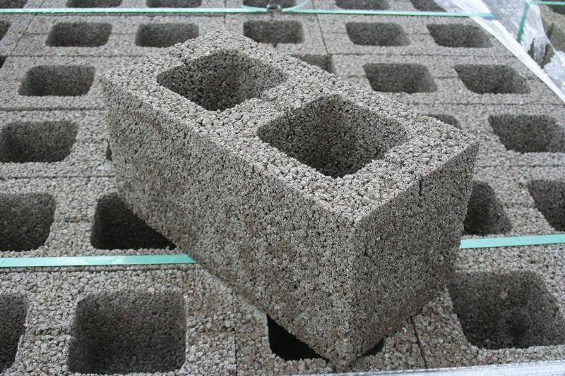 Блок из керамзита является выгодным и доступным стройматерилом