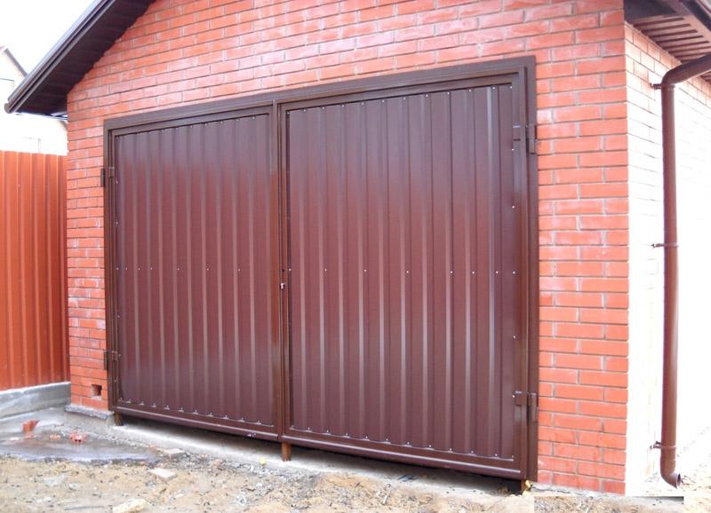 Гаражные двери из металлопрофиля выглядят элегантно и эстетично