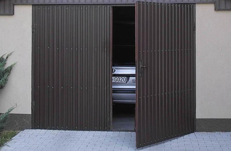 Красивые гаражные двери из металла практичные и дешевые
