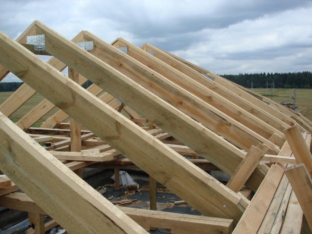 Каркас крыши должен быть крепким и надежным