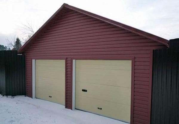 обшитый гараж
