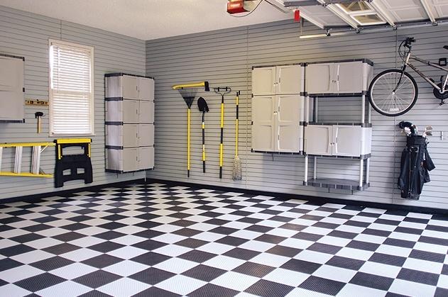 Подвесные шкафы и держатели экономят пространство