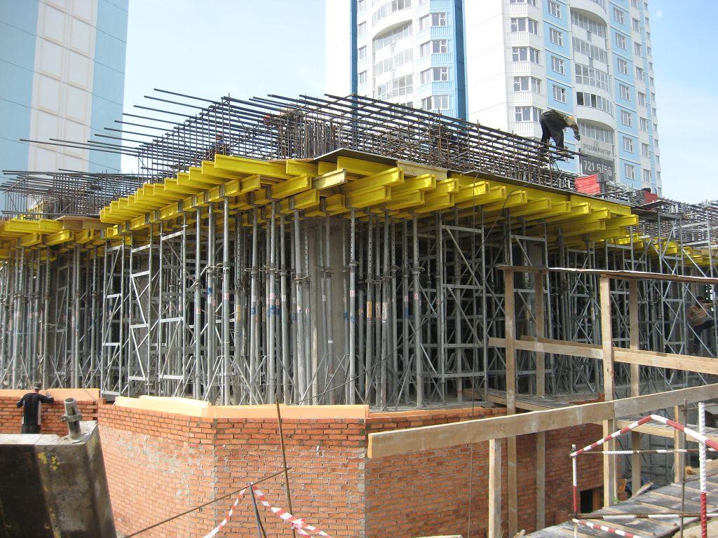 Заливка на месте перекрытия значительно ускоряет и удешевляет строительство
