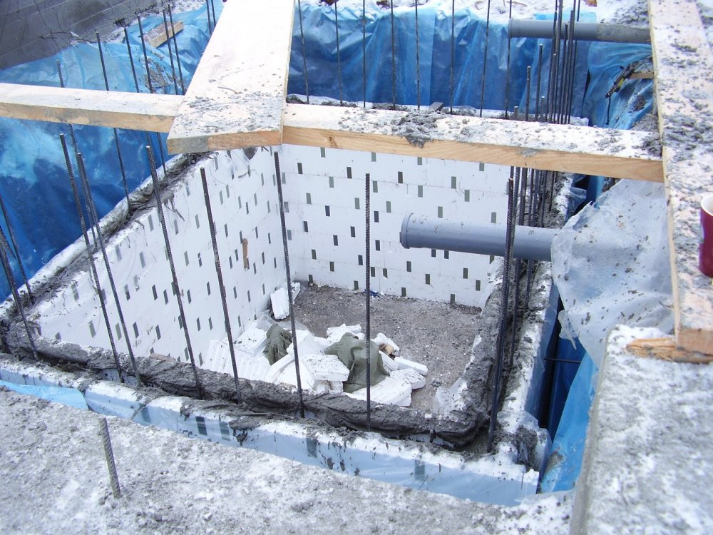 Заливка бетонного короба для овощей может быть выполнена с помощью несъемной опалубки