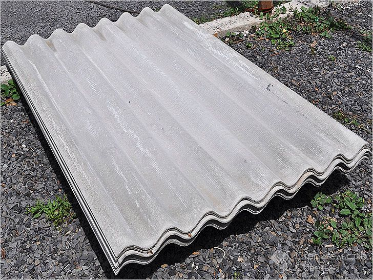 Шифер является самым доступным материалом для двускатной крыши