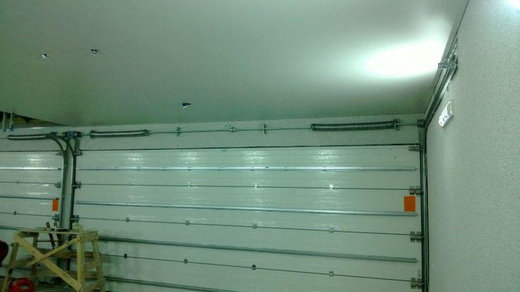 Натяжной гаражный потолок выглядит эстетично и защитит от потопа