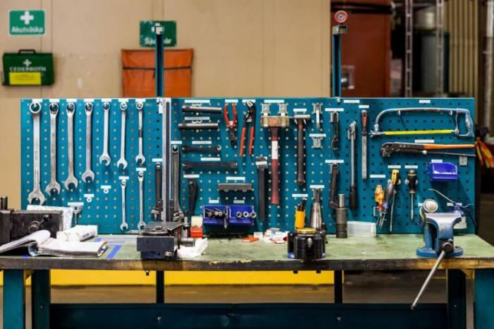 Стеллаж для хранения инструмента обеспечит полный порядок и экономию места