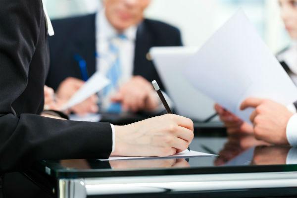 Подписание договора у нотариуса для совершения сделки