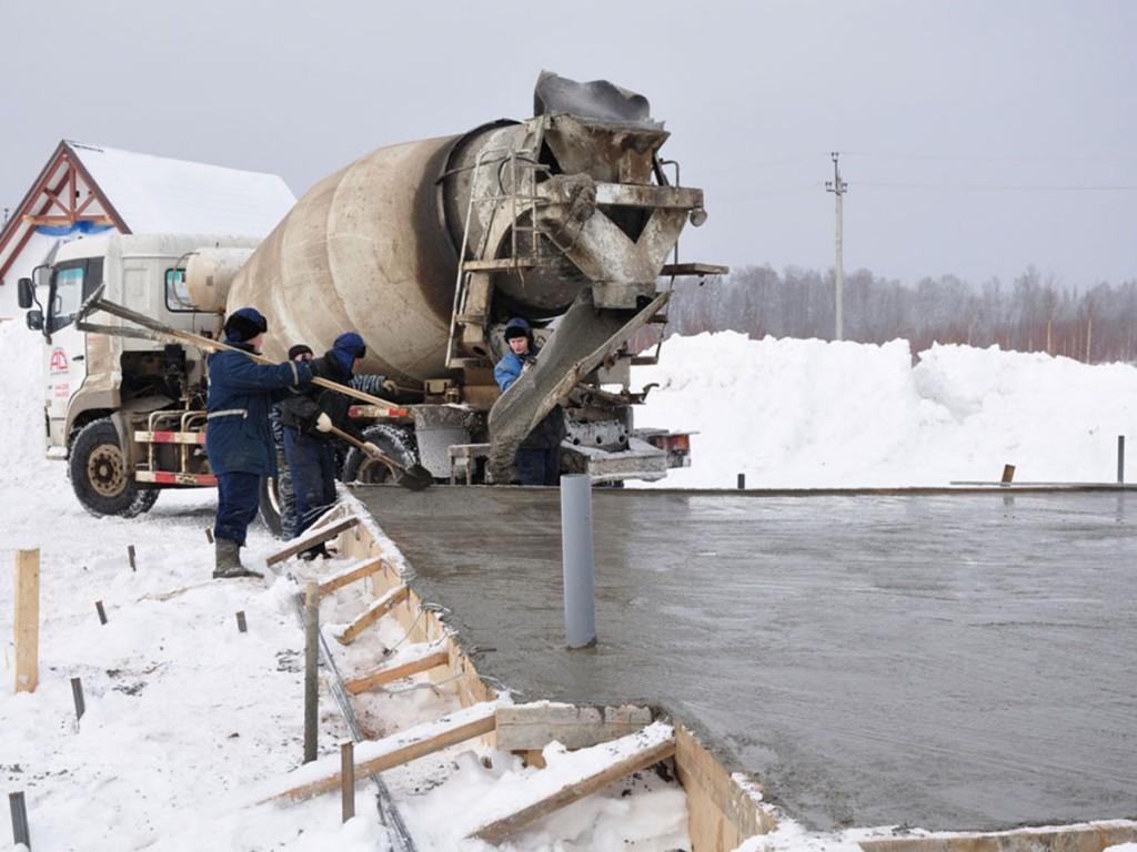 Заливка бетона зимой возможно лишь со специальными добавками