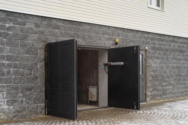 ворота в гараже