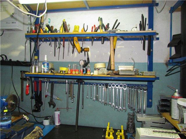 Удобный стеллаж для хранения инструментов