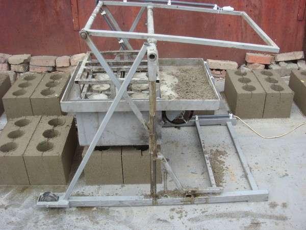 Станок для формирования блоков легко сделать своими руками
