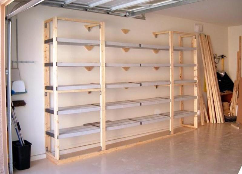 Полки для гаража дешевле всего сделать из дерева
