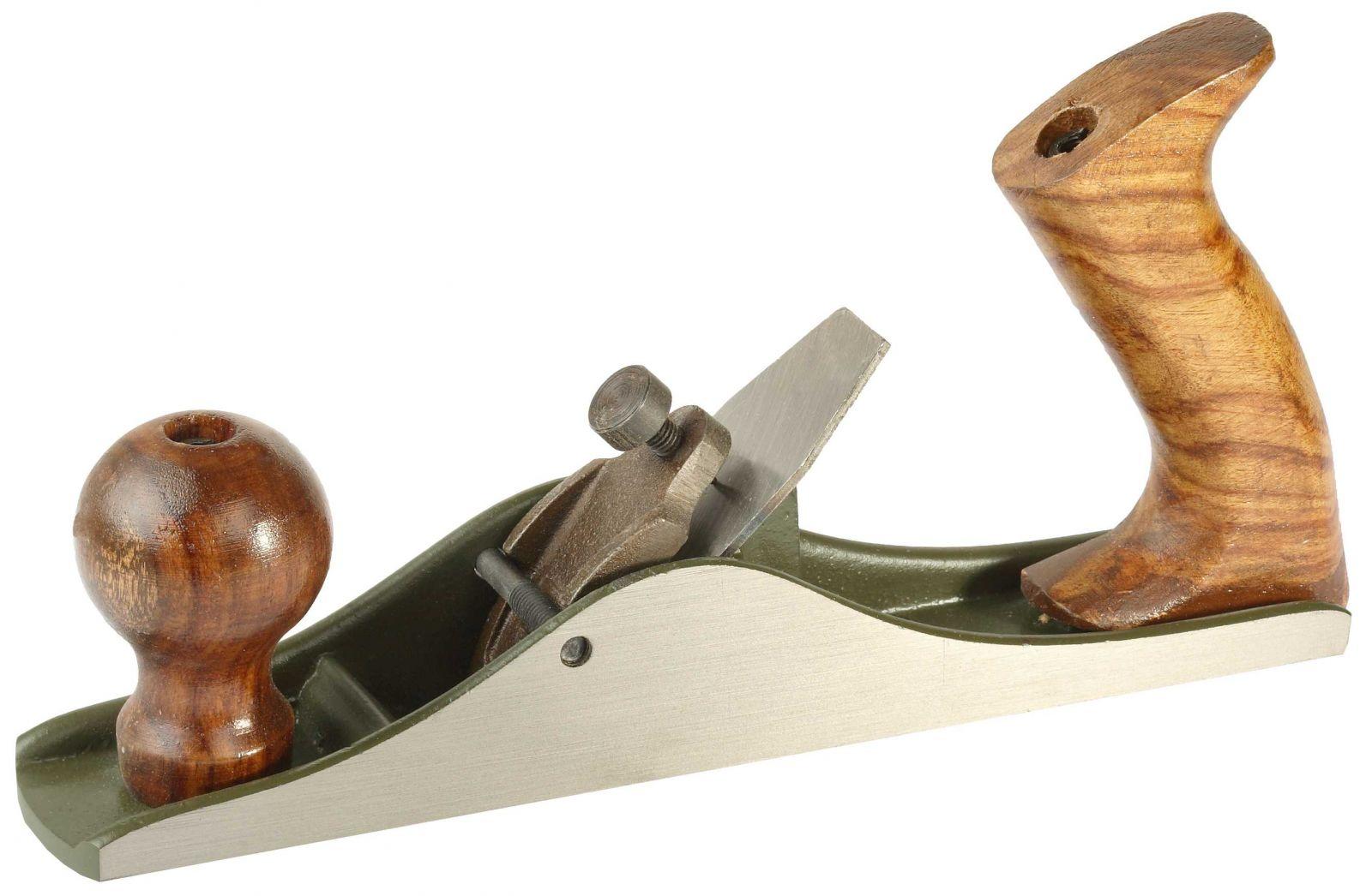 Ручной рубанок необходим для финишной отделки деревянной детали