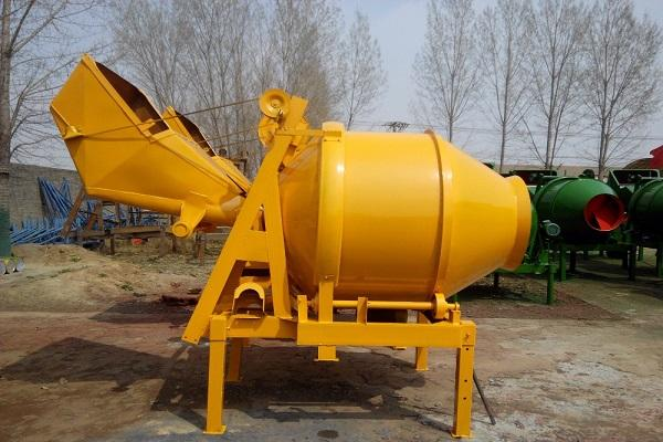 желтый бетоносмеситель