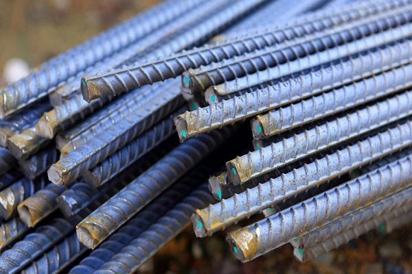 металлические прутья