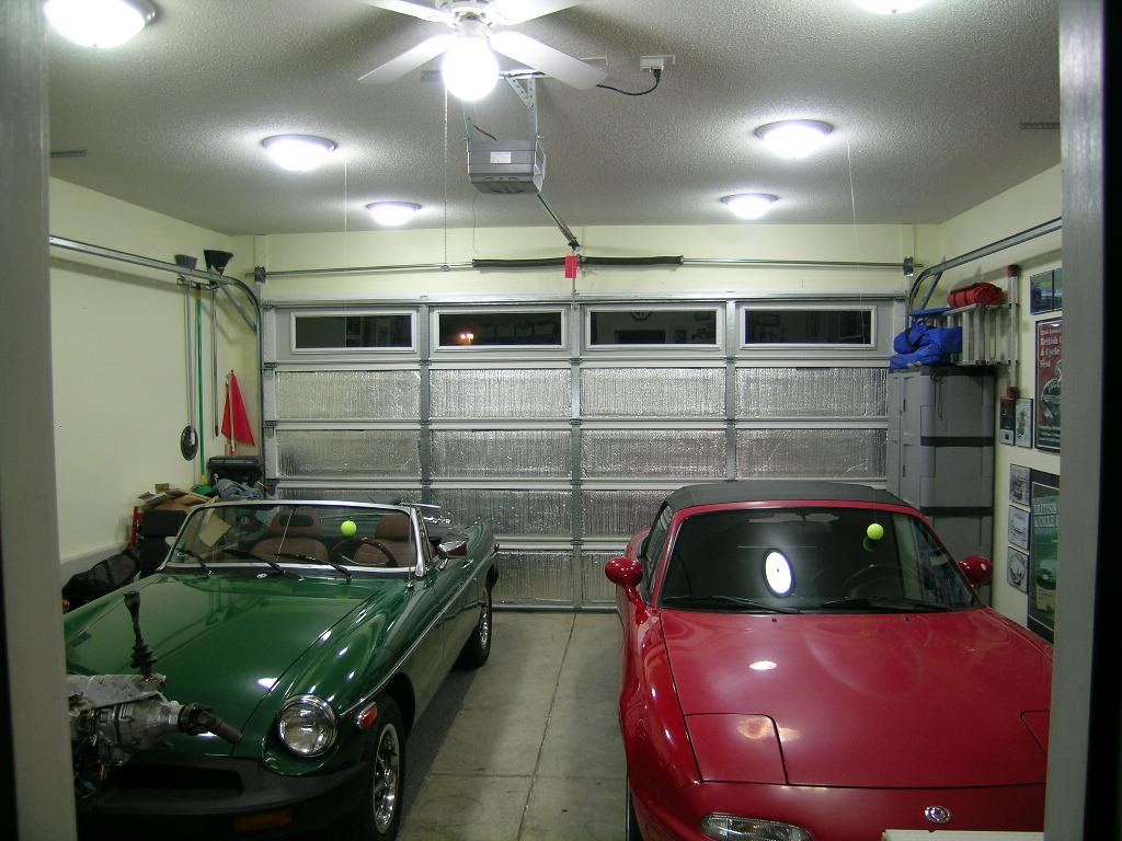 Дневной свет в гараже обеспечит водителю комфортные условия работы