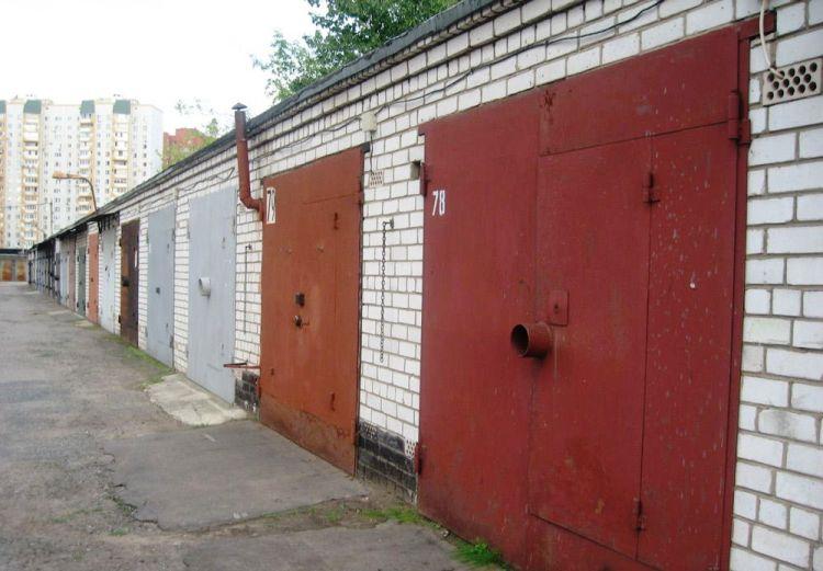 гаражные ворота с замком
