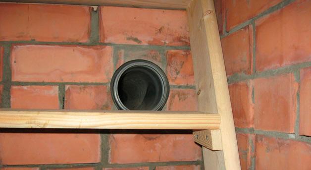 Вентиляционная труба в стене погреба должна быть расположена в определенном месте