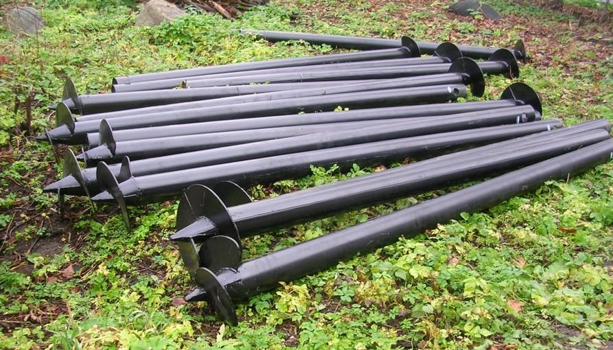 Заводские металлические сваи легко устанавливаются в грунт и выдерживают большие нагрузки