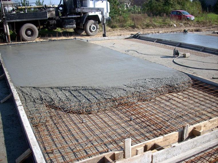 Плитный монолитный фундамент делают при сложных грунтах