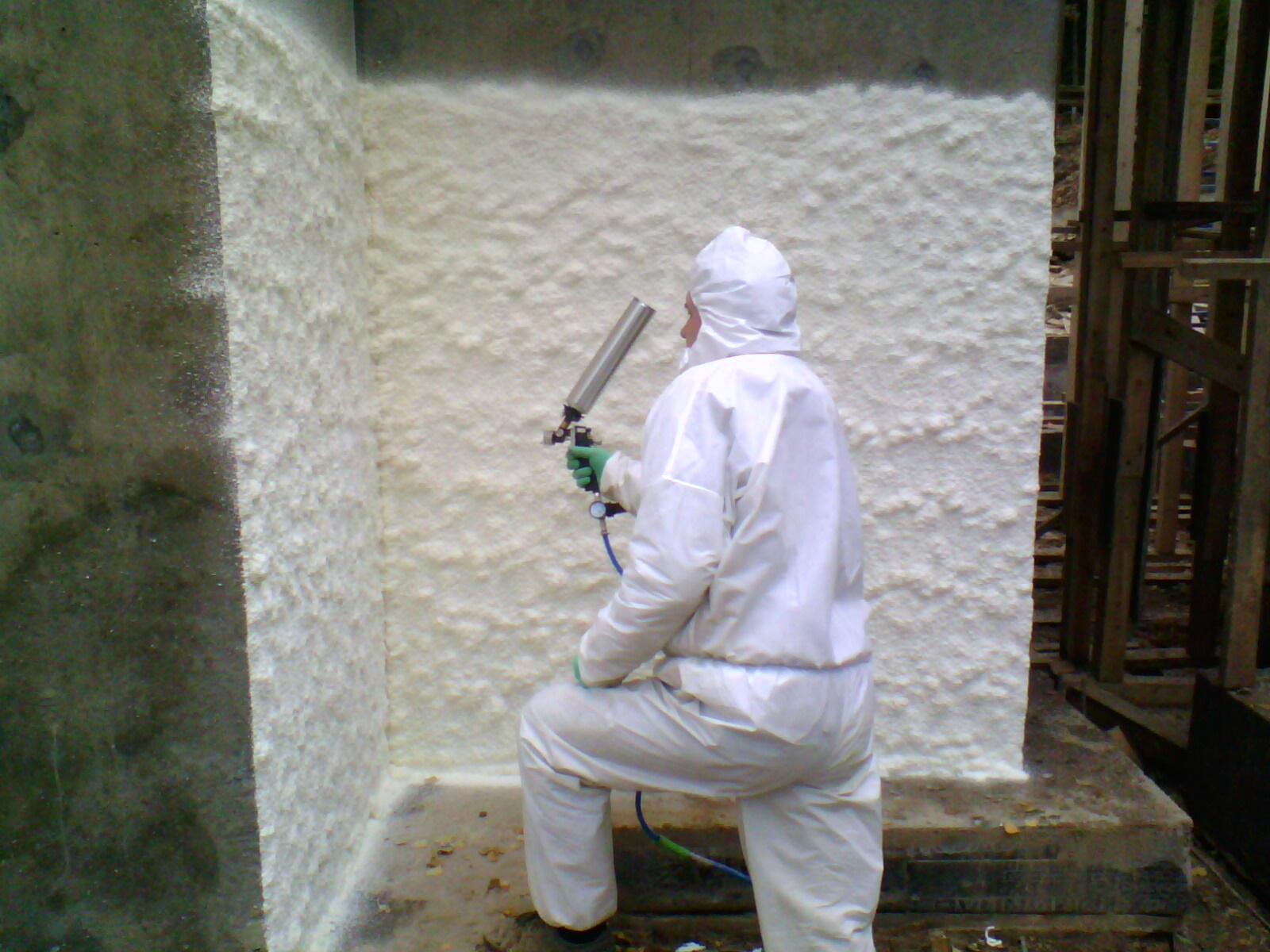 Стены можно утеплить жидким пенопластом